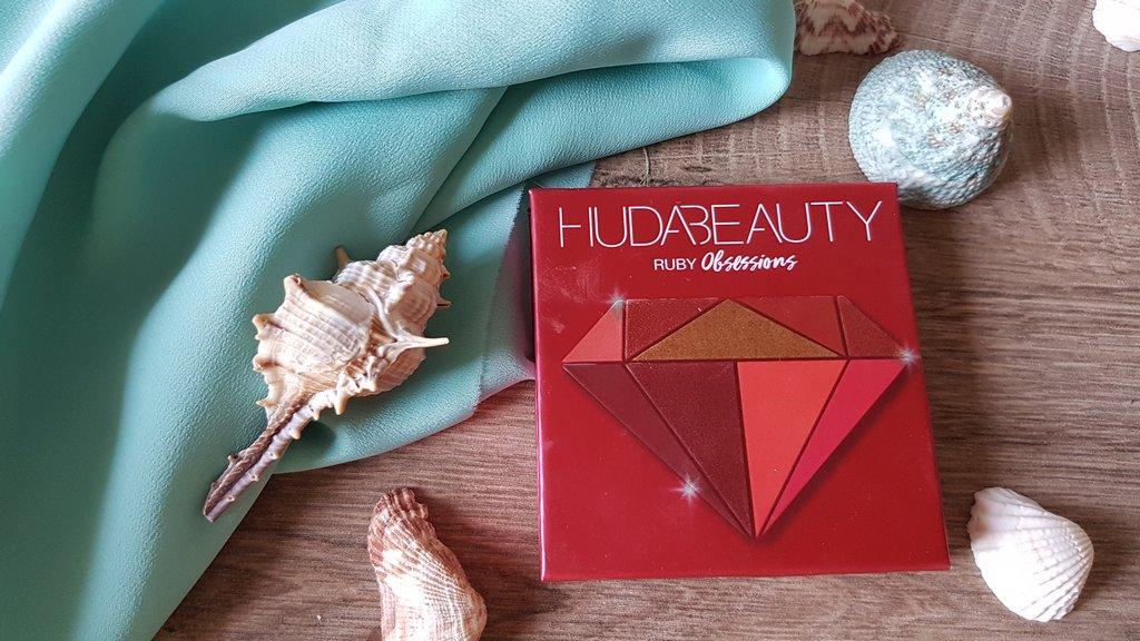 Huda Beauty Ruby chiusa