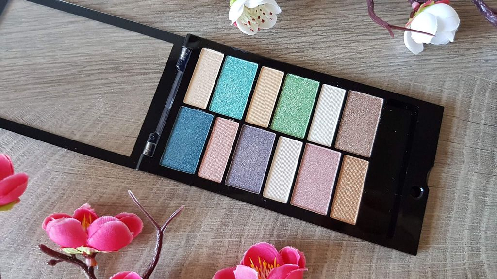 Makeup Revolution Beach & Surf aperta
