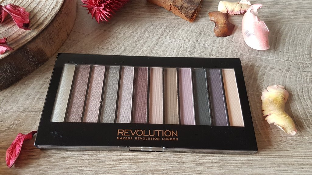 Makeup Revolution Romantic Smoked