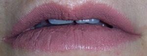 Jeffree star celebrity skin bocca semi aperta