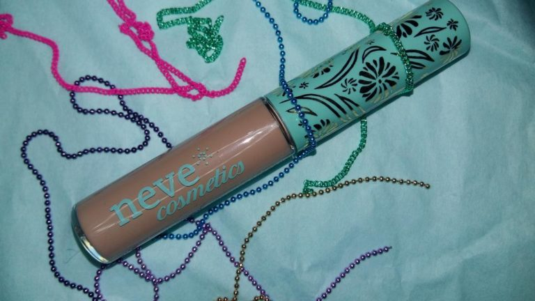 Neve Cosmetics brown model